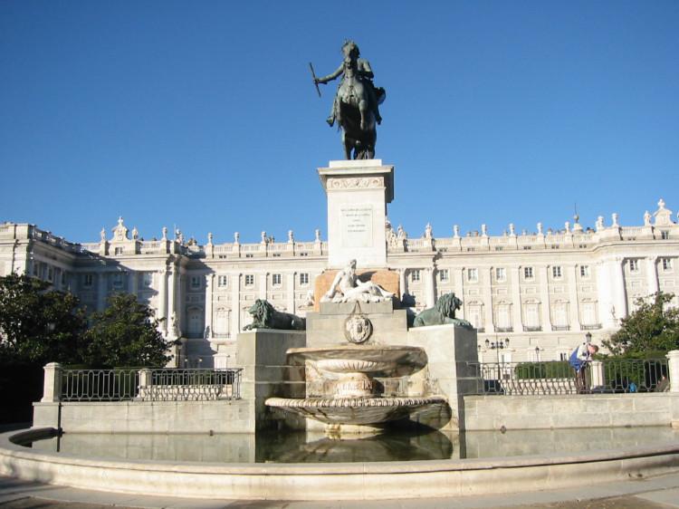 마드리드 왕궁.jpg